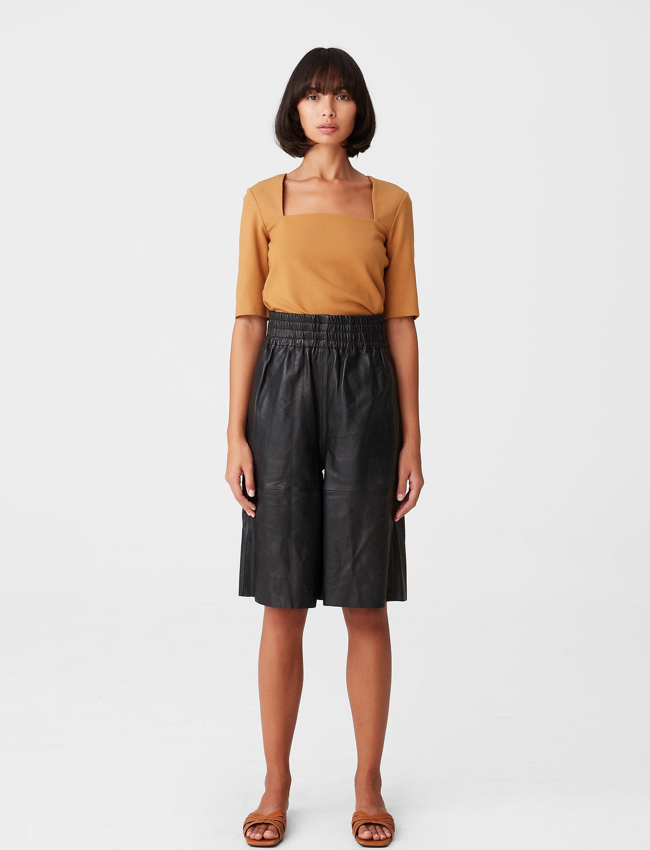 Gestuz - MalbaGZ squareneck tee - t-shirts - bone brown - 0