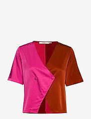 Gestuz - SylviaGZ shirt AO19 - crop tops - rooibos tea - 0
