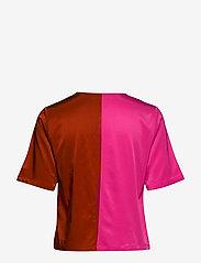 Gestuz - SylviaGZ shirt AO19 - crop tops - rooibos tea - 1