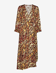 Gestuz - ChellaGZ dress MA19 - kietaisumekot - red/yellow snake - 1