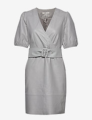 Gestuz - WalmaGZ dress YE19 - wrap dresses - alloy - 0