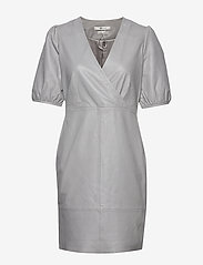 Gestuz - WalmaGZ dress YE19 - wrap dresses - alloy - 1