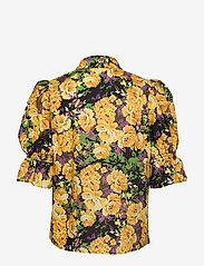 Gestuz - CassiaGZ AOP shirt AO20 - short-sleeved blouses - yellow flower garden - 1