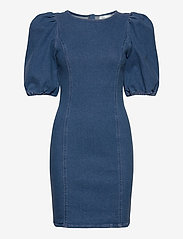 Gestuz - AstridGZ roundneck dress ZE2 20 - jeansowe sukienki - denim blue - 0