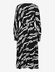 Gestuz - ZohaGZ wrap dress MS21 - slå-om-kjoler - black scratch - 2