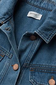Gestuz - Jenelle jacket MA18 - denim jackets - medium blue - 2