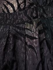 Gestuz - Cristal jumpsuit YE18 - kombinezony - deep pine animal - 3