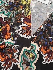 Gestuz - GaleGZ body MA19 - pitkähihaiset puserot - black grafiti flower - 5