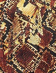 Gestuz - ChellaGZ pants MA19 - bukser med brede ben - red/yellow snake - 4