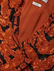 Gestuz - AylinGZ wrap dress MA19 - kietaisumekot - umber ripple - 3