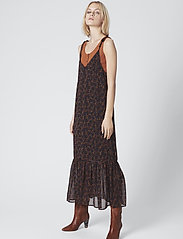 Gestuz - AlminaGZ long dress MA19 - midimekot - black multi dot - 0