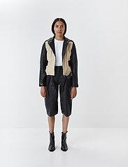 Gestuz - SuriGZ shorts MS20 - lederhosen - black - 3