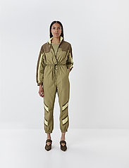 Gestuz - AfranGZ jumpsuit MS20 - combinaisons - dried herb - 0