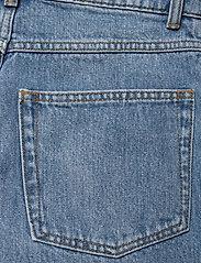 Gestuz - DacyGZ MOM jeans - straight regular - medium blue - 9