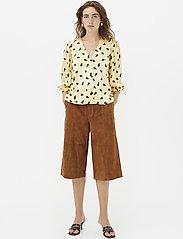 Gestuz - LutilleGZ shirt HS20 - langærmede bluser - yellow black dot - 0