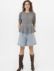 Gestuz - DevaGZ blouse HS20 - short-sleeved blouses - small flower black - 0