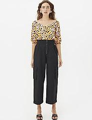Gestuz - UrielGZ blouse - short-sleeved blouses - orange leo - 0