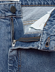 Gestuz - KinsleyGZ shorts AO20 - bermudy - light blue - 3