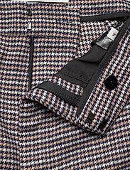 Gestuz - VivGZ long shorts MA20 - bukser med brede ben - brown check - 4