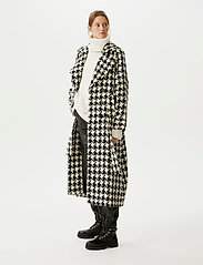 Gestuz - UnnaGZ OZ coat SO21 - uldfrakker - black/white houndtooth - 0