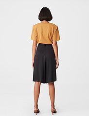 Gestuz - JoryGZ tee - t-shirts - bone brown - 3