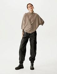 Gestuz - ThelmaGZ duo knit SO21 - cardigans - dark sand melange - 0
