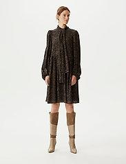 Gestuz - TikaGZ dress SO21 - midi kjoler - brown strokes - 0