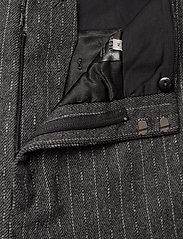 Gestuz - RoyaGZ culotte SO21 - bukser med brede ben - dark grey pinstripe - 4