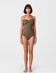 Gestuz - KellyGZ open bk swimsuit - badedragter - brown logo - 3