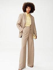 Gestuz - GritaGZ HW wide pants MS21 - bukser med brede ben - sand black check - 0