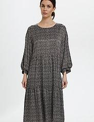 Gestuz - IlaGZ dress MS21 - hverdagskjoler - moonbeam square dot - 0