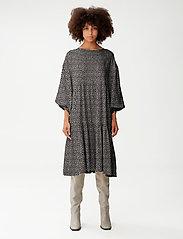 Gestuz - IlaGZ dress MS21 - hverdagskjoler - moonbeam square dot - 3