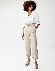 Gestuz - JilanGZ V-collar shirt MS21 - langærmede skjorter - bright white - 4