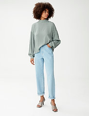 Gestuz - MoaGZ blouse MS21 - langærmede bluser - green logo - 3