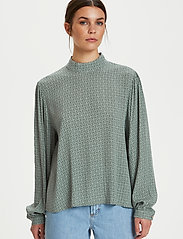 Gestuz - MoaGZ blouse MS21 - langærmede bluser - green logo - 5
