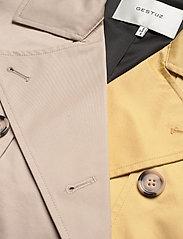 Gestuz - MaiGZ short trenchcoat - trenchcoats - pure cashmere - 3