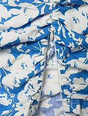 Gestuz - MynteGZ blouse - kortærmede bluser - blue flower - 5