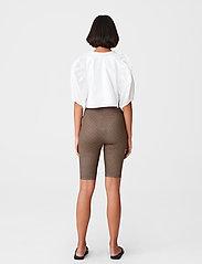 Gestuz - PiloGZ MW printed short tights - cykelshorts - brown logo - 3