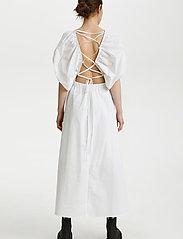 Gestuz - SvalaGZ dress - maxikjoler - bright white - 3