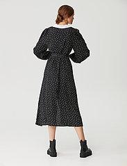 Gestuz - KatlaGZ dress - hverdagskjoler - black w. white dot - 3