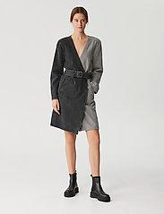 Gestuz - SillaGZ blazer dress - hverdagskjoler - washed grey - 0