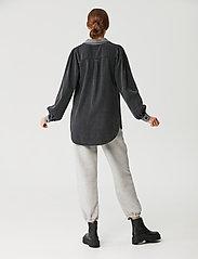 Gestuz - VakaGZ V-neck shirt - langærmede skjorter - washed grey - 3