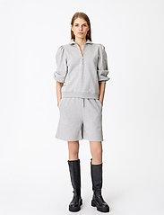 Gestuz - NankitaGZ HW shorts - shorts casual - light grey melange - 3
