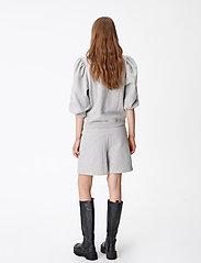 Gestuz - NankitaGZ HW shorts - shorts casual - light grey melange - 4