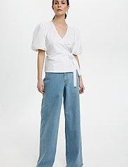 Gestuz - NemaGZ wrap blouse - kortærmede bluser - bright white - 3