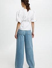 Gestuz - NemaGZ wrap blouse - kortærmede bluser - bright white - 4