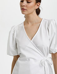 Gestuz - NemaGZ wrap blouse - kortærmede bluser - bright white - 5