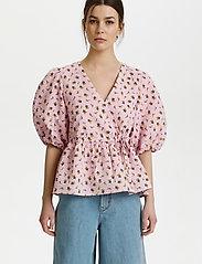Gestuz - AveryGZ blouse - kortærmede bluser - fragrant lilac/yellow tulip - 0