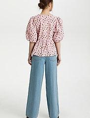 Gestuz - AveryGZ blouse - kortærmede bluser - fragrant lilac/yellow tulip - 4