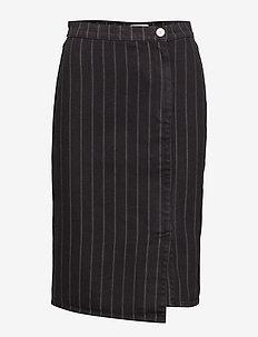 Emma HW skirt SO19 - BLACK PINSTRIPE